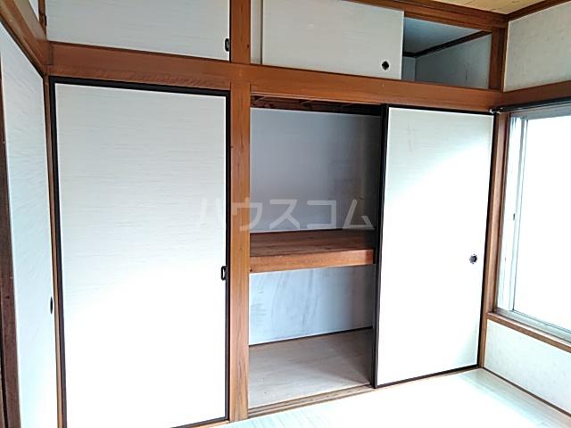 ハイムカルミア 202号室の玄関