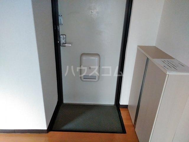 マンションFEAST 202号室の玄関