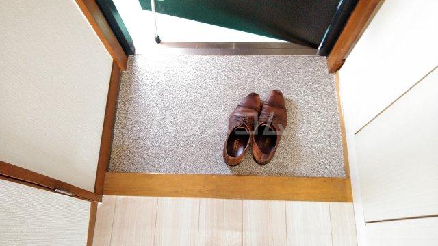 アーバンドエル春美 303号室の玄関