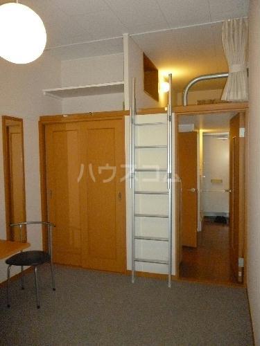レオパレスSUN 103号室のベッドルーム