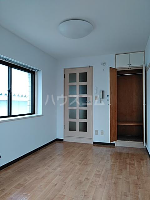 ハイタウン綱島 406号室の居室