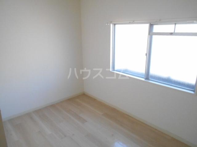 新横浜グリーンテラス 206号室のリビング