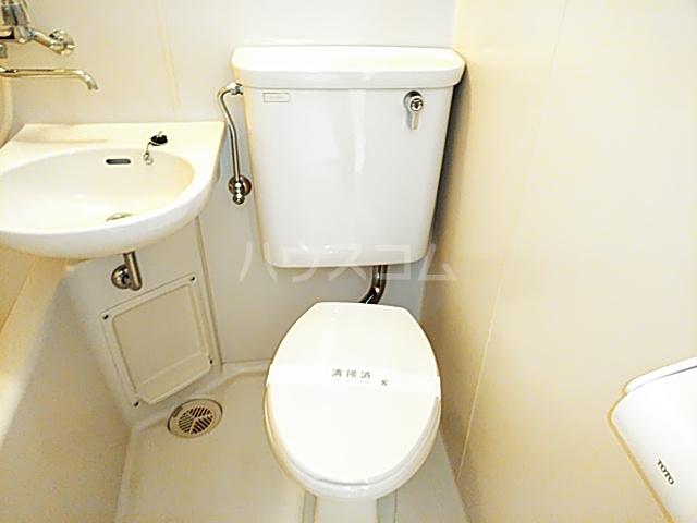 ホワイトボックス 103号室のトイレ