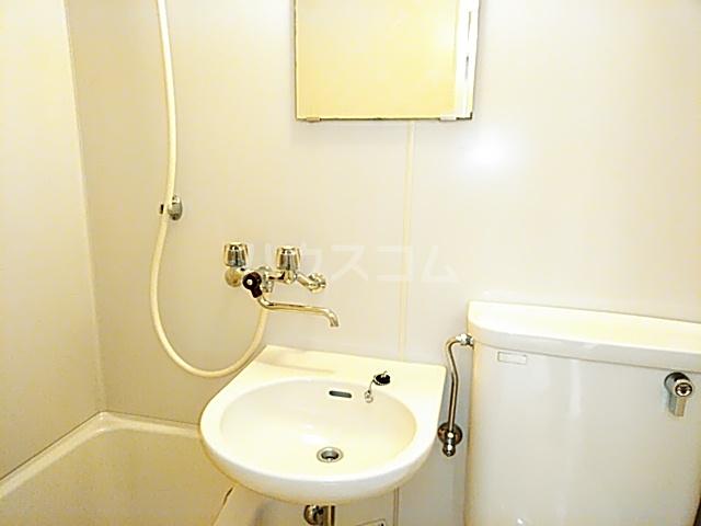 ホワイトボックス 103号室の洗面所