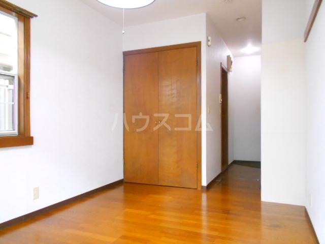 尾崎レジデンス 103号室の居室