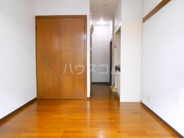 尾崎レジデンス 103号室のリビング