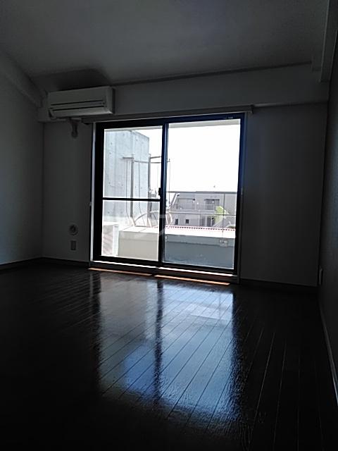 横浜エースマンション 404号室のリビング