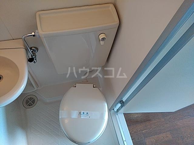横浜エースマンション 404号室のトイレ