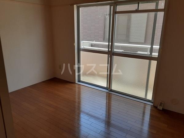 KMハイツ 102号室の駐車場
