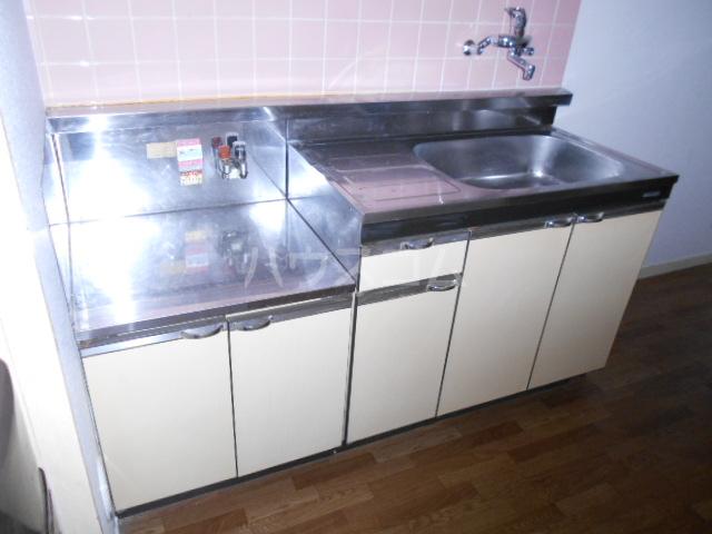 KMハイツ 102号室のキッチン
