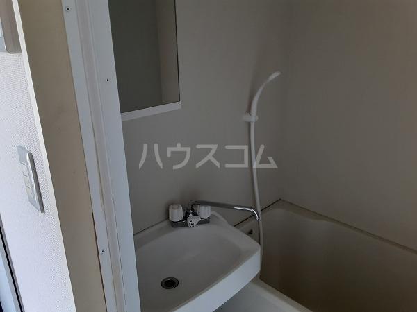 KMハイツ 102号室の洗面所