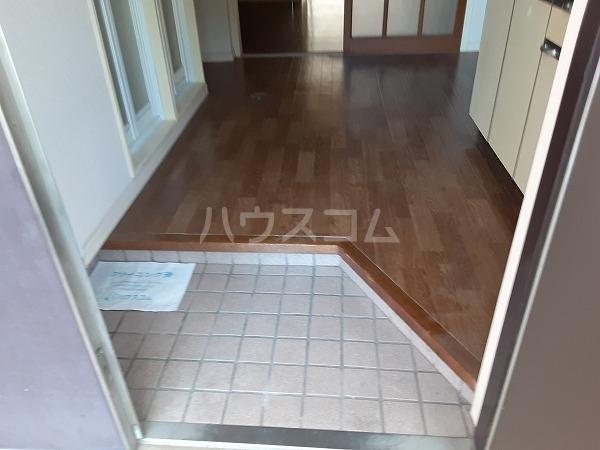KMハイツ 102号室の玄関