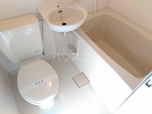 ゴールドパーク 304号室の風呂