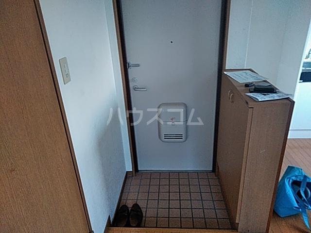 ラウール日吉 303号室の玄関