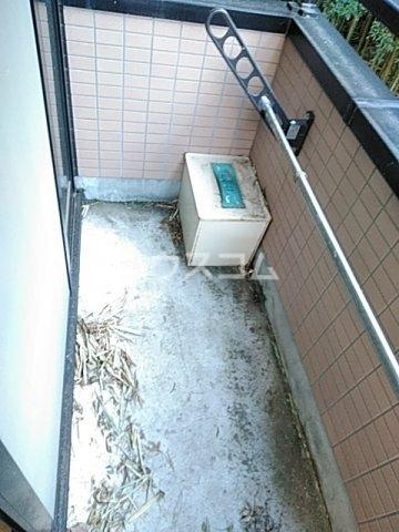 ラウール日吉 303号室のバルコニー