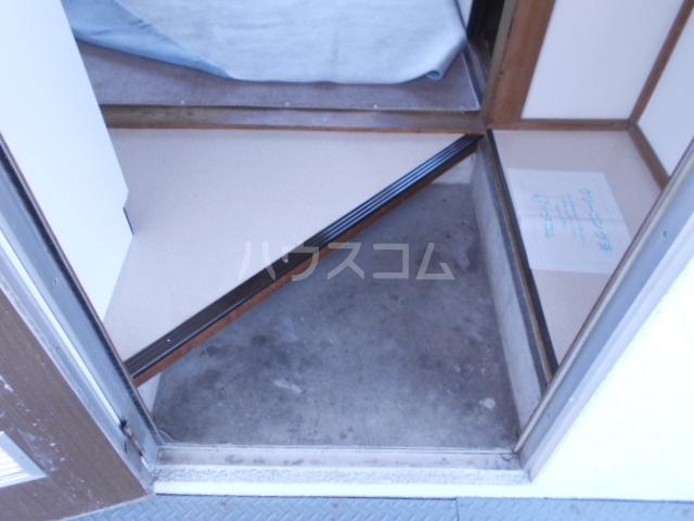 石黒荘 203号室の玄関