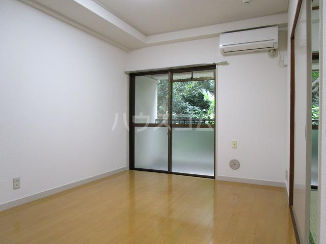 国分寺YSマンション 102号室のリビング