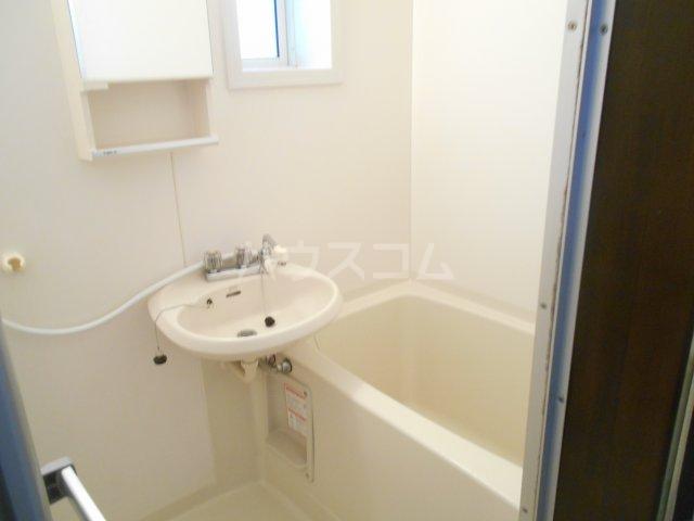 ファミュサクラ 102号室の風呂