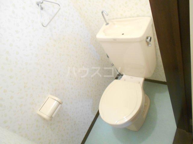 ファミュサクラ 102号室のトイレ