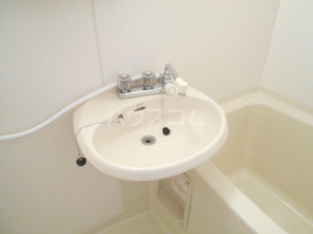 ファミュサクラ 102号室の洗面所