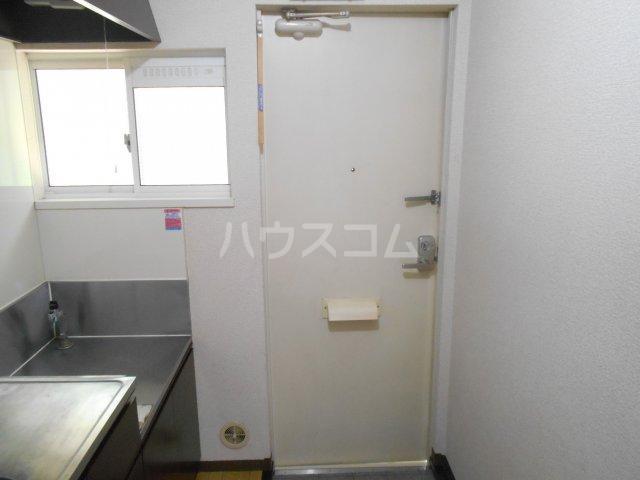 ファミュサクラ 102号室の玄関