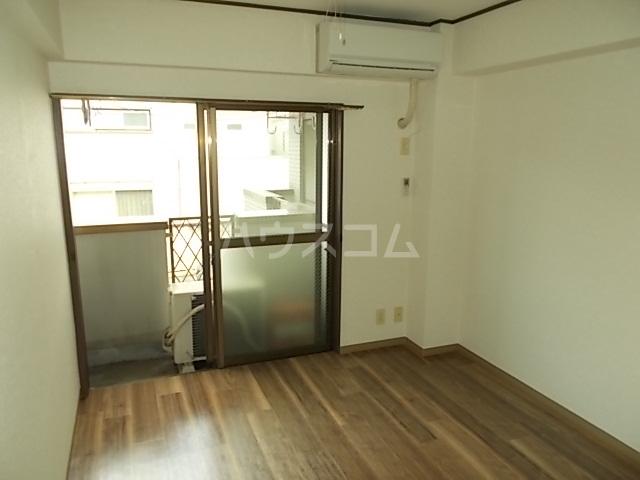 ガーデンヒルズ立川 203号室のリビング