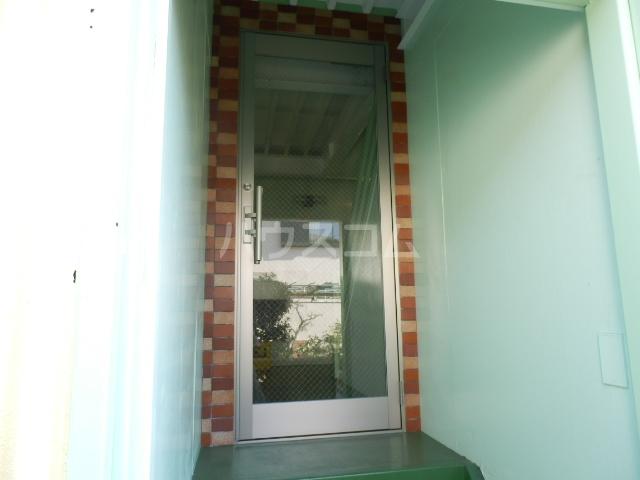 サンシャインビレッジ 202号室のエントランス