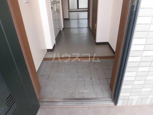 グランドール国立 207号室の玄関