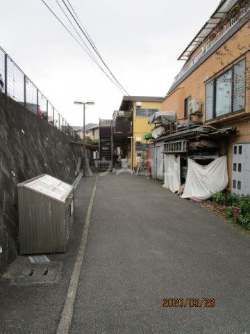 花沢ハイツ 201号室のエントランス