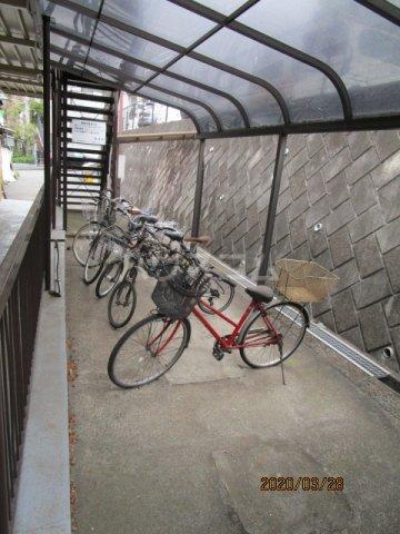 花沢ハイツ 201号室の駐車場