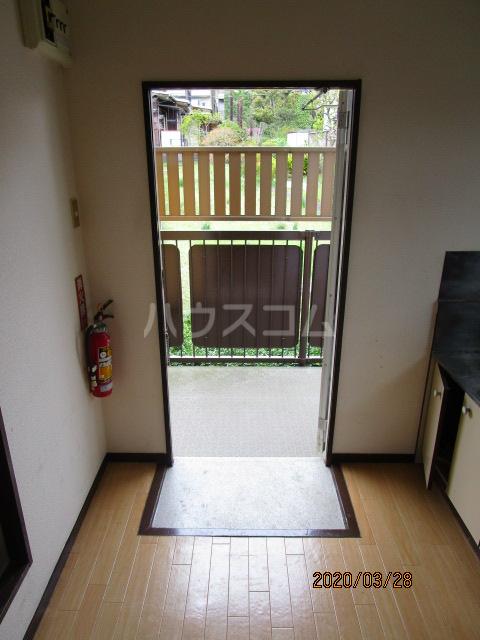 花沢ハイツ 201号室の玄関