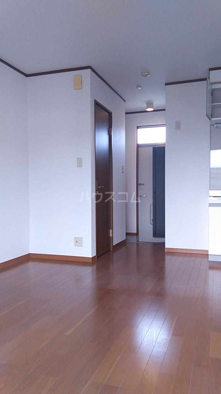 プチハウス坂倉 202号室のリビング