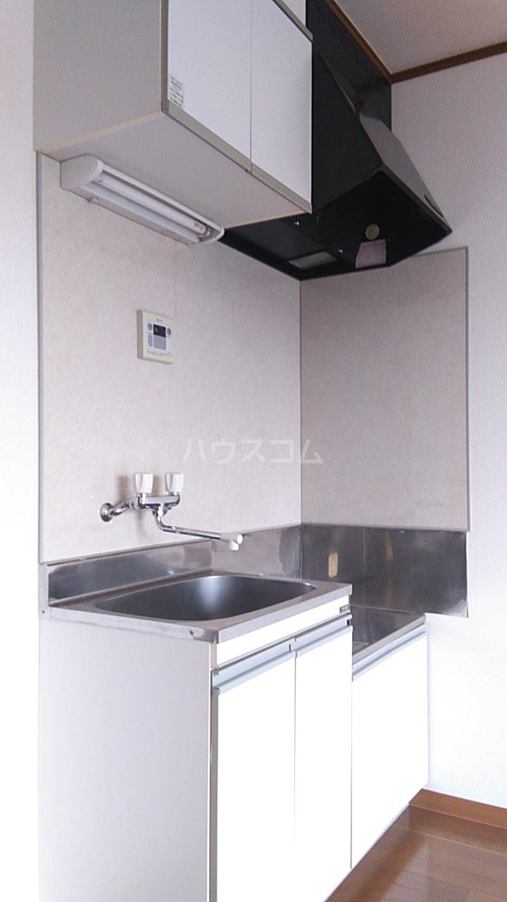 プチハウス坂倉 202号室のキッチン