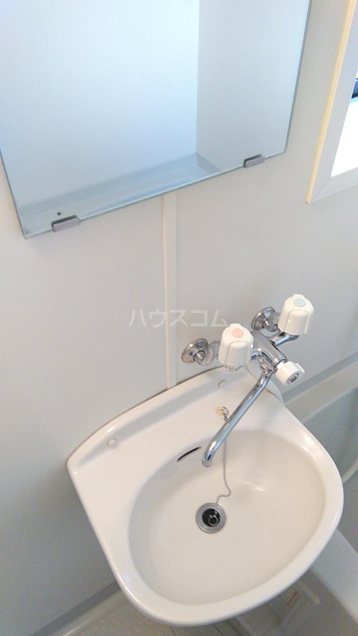 プチハウス坂倉 202号室の洗面所