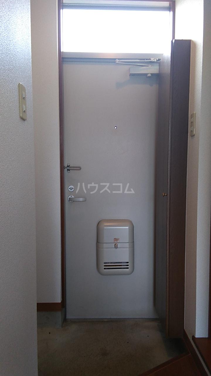 プチハウス坂倉 202号室の玄関