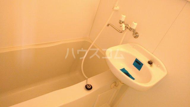 ユナイト鶴見バレンシアの丘 202号室の風呂