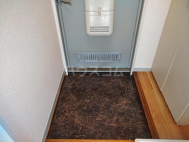 ドミトリⅡ 20A号室の玄関
