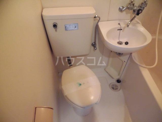 グリーンハイム志村2号棟 111号室のトイレ