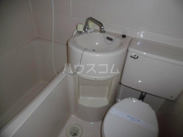 メゾンドアムール 406号室の洗面所