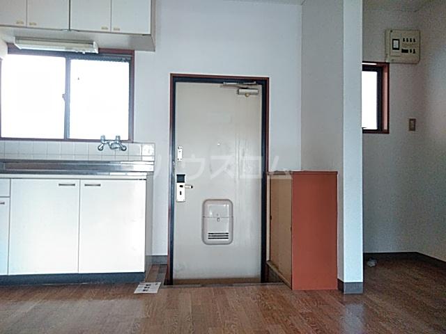 ビングスフジ 103号室の玄関