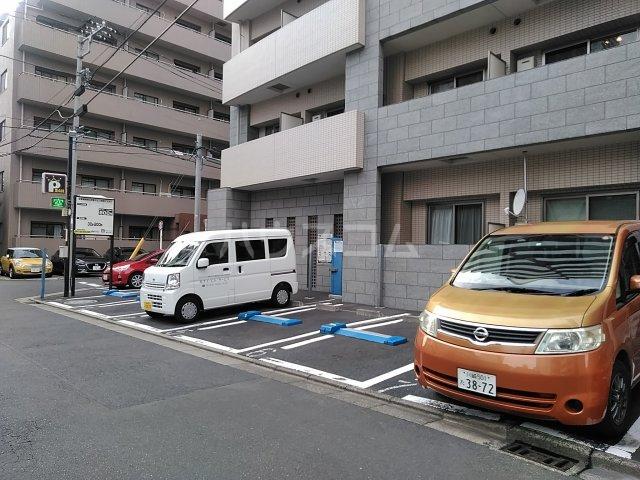 フルハウス 403号室の駐車場