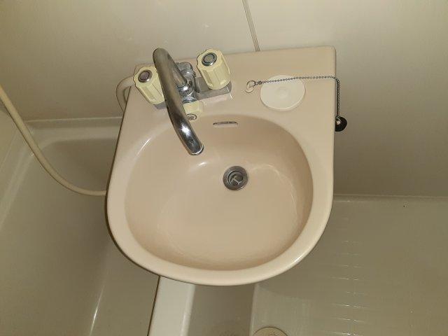 コーポヤマキ 102号室の洗面所