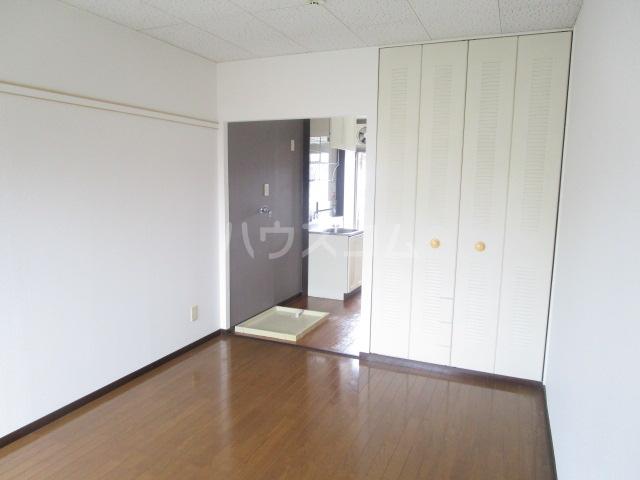 アーバンハウス 201号室の居室