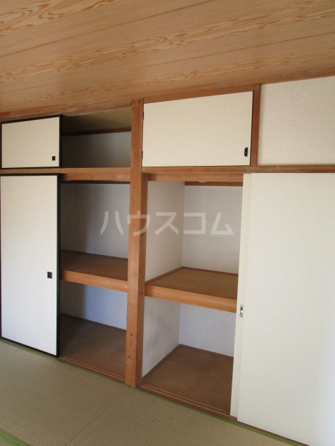 コーラルリーフⅠ 101号室の収納