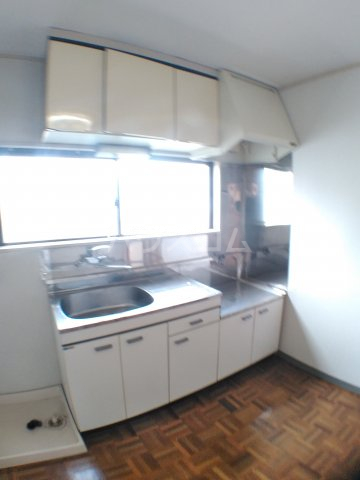 ホワイトキャスル 301号室のキッチン