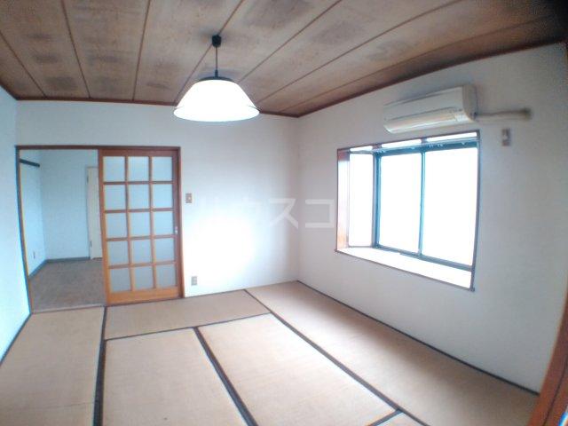 ホワイトキャスル 301号室の居室