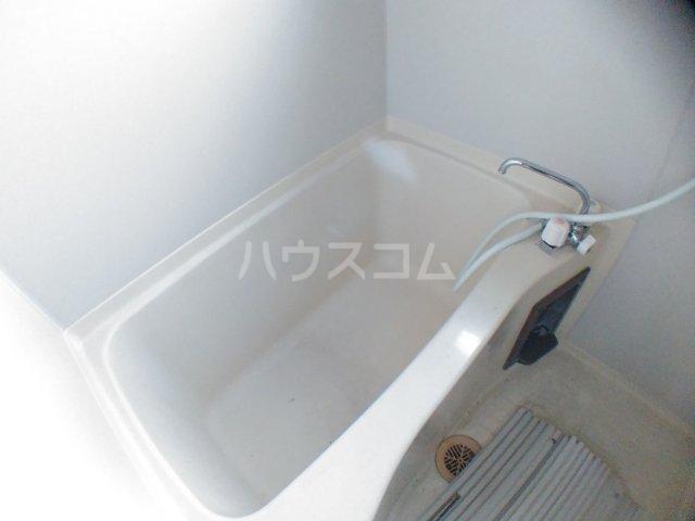 ホワイトキャスル 301号室の風呂