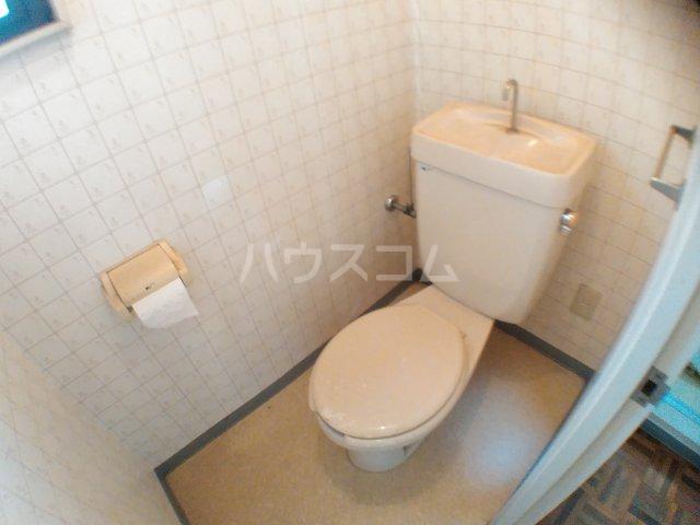 ホワイトキャスル 301号室のトイレ