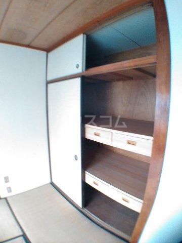 ホワイトキャスル 301号室の収納