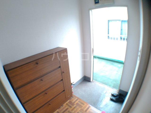 ホワイトキャスル 301号室の玄関
